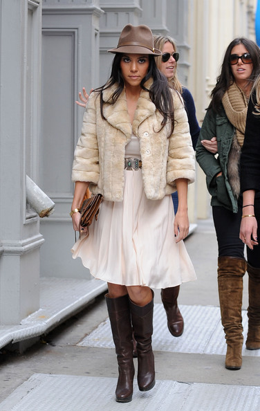 http://www4.pictures.stylebistro.com/pc/Kourtney+Kardashian+makes+way+appointment+GqzhWwC0rgpl.jpg