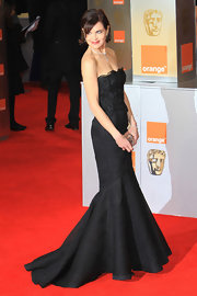 Elizabeth McGovern was a stunner in this strapless black mermaid gown at the 2012 Orange British Academy Film Awards.