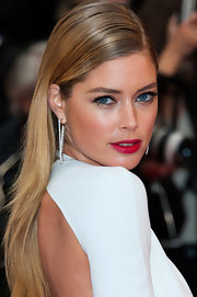 A long and sleek style completed Doutzen's totally modern and contemporary look on the red carpet.