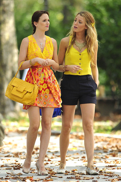 http://www4.pictures.stylebistro.com/pc/Leighton+Meester+Blake+Lively+shooting+colorful+XAGY1zMlE9sl.jpg