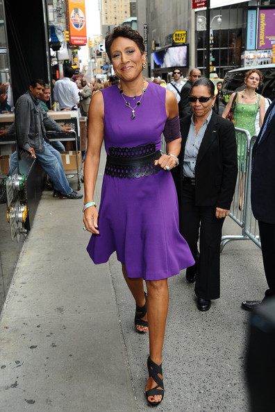 Robin Roberts' black strappy sandals were a chic addition to her ensemble.