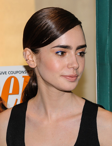 Lily Collins Ponytail []