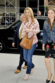 Lisa Kudrow wore a floral blouse and nude platform pumps with her classic jeans for a smart finish during a visit to Sirius Radio.