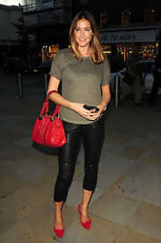 Lisa showed off her red leather shoulder bag, while hitting London.