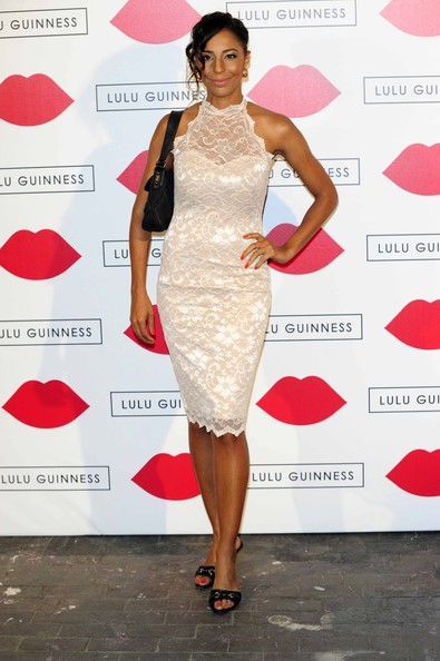 Su-Elise chose a soft and romantic look when she wore this fitted, lace dress in a pretty nude color.