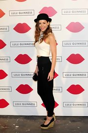 High-waisted skinny pants lengthened Roxanne's legs when paired with a cropped top.