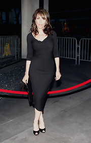 A pair of black peep-toes completed Katey Sagal's simple-yet-elegant ensemble.
