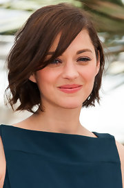 A soft and pink fleshy lip color gave Marion Cotillard just the touch of color she needed.