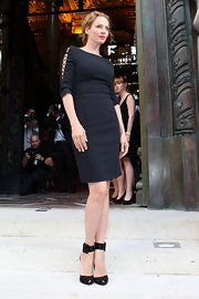 Uma stunned in a class black dress that featured criss-cross cutouts on the arms.
