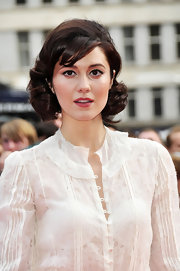 Mary showed off her elegant short curls and side swept bangs while hitting the premiere of 'Pilgrim Vs. The World'.