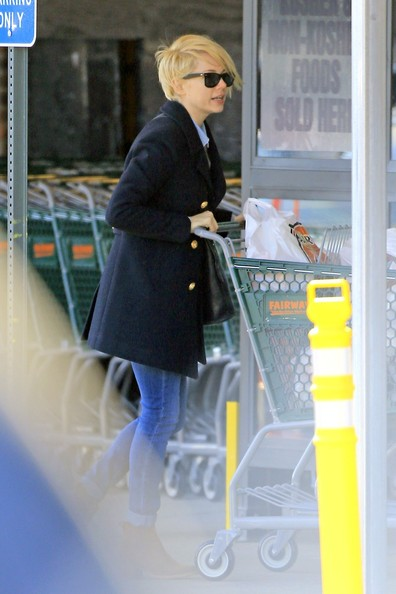 Michelle Williams Picks Up Groceries With Matilda