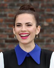 Hayley Atwell kept her look classic and sophisticated from head to toe when she donned a high classic bun.