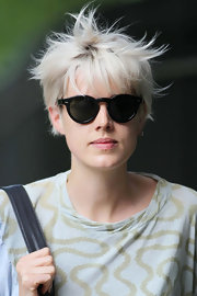 Agyness Deyn channeled the '80s in round black sunglasses.