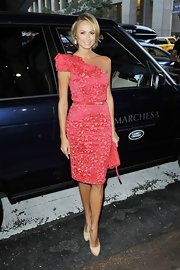 Stacy Keibler looked stunning in hot pink at the Marchesa Spring 2013 show.