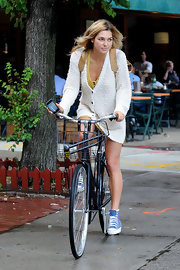 Ashley Hart wore a comfy cardigan as she rode her bike around NYC.