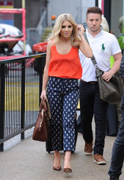 More Pics of Mollie King Loose Blouse (1 of 20) - Mollie King Lookbook - StyleBistro