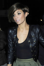 Frankie Sandford is a poster girl for cool Brit style. The Saturdays singer rocked cateye liner with her asymmetrical bob haircut while partying at the Whisky Mist in London. A few well-placed golden highlights soften Frankie's razor-sharp cut.