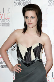 Twilight beauty Kristen Stewart showed off her edgy haircut on the red carpet. The hair style is far fetched from her girl next door locks were used to seeing her in as Bella.