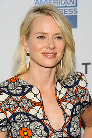 Naomi Watts chose a subtle nude lip gloss for dewy beauty look at the Tribeca Film Festival.