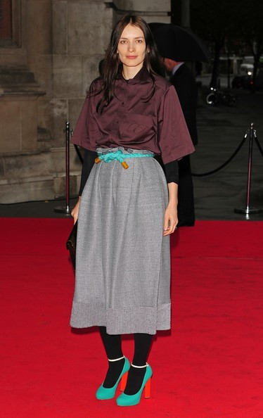 Roksanda arrived at the Victoria and Albert Museum in London wearing boldly color pumps with slim ankle straps worn over opaque black tights.