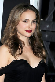 Natalie Portman paired her off-the-shoulder dress with saturated deep red lips. Complete with bold lashes this look is both sexy and classic.