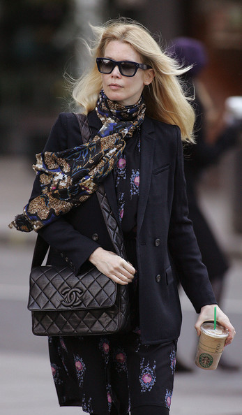 Leave it Claudia Schiffer to hit the streets of London looking classically chic. The supermodel topped off her ensemble with a timeless quilted shoulder bag.
