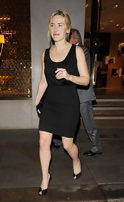 Kate Winslet paired a darling LBD with sophisticated black satin peep toes.