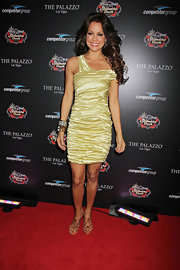 Brooke Burke shined on the red carpet in a ruched frock paired with strappy sandals.