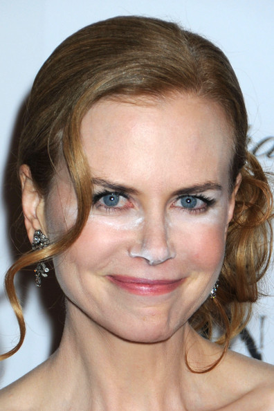 http://www4.pictures.stylebistro.com/pc/Nicole+Kidman+suffers+make+up+malfunction+F0W4eZrqc_al.jpg
