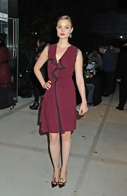 Bella Heathcote matched her dress with a pair of pointy 'Indie' pumps by Christian Louboutin.