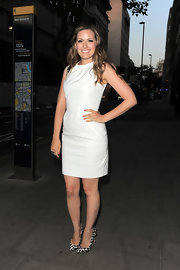 Olivia Lee chose a simple and chic off-white shift dress for her look at the Lulu Guinness Paint Project Launch party.