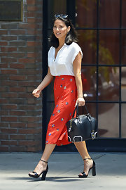 Olivia Munn completed her street-chic ensemble with a pair of black patent leather platform sandals.