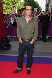 Olivier wore this brown button down and jeans for a more casual red carpet look.