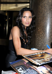 Padma Lakshmi wore her hair in glossy waves during an appearance on 'Late Night With Jimmy Fallon.'