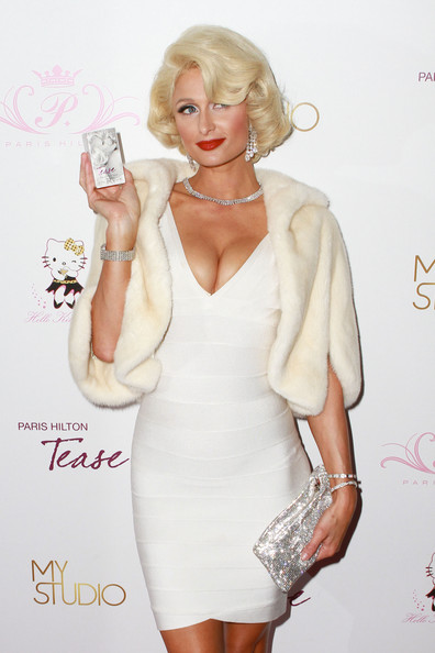 http://www4.pictures.stylebistro.com/pc/Paris+Hilton+models+herself+Marilyn+Monroe+jZXZA0A5vm4l.jpg