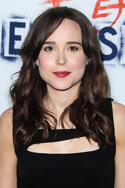 Ellen Page's natural brunette tresses looked instantly red carpet ready when styled into this lovely wavy 'do.