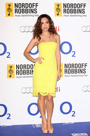Myleene wore this sunny yellow strapless lace frock to the O2 Silver Clef Awards.