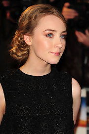 Saoirse opted for a modern braided bun at the premiere of 'The Way Back'. A nice way to modernize a classic hairstyle.