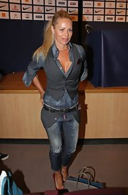 Helena Seger made a washed-out pair of capri jeans look so sexy during a PSG press conference.