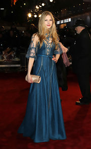 Laura looked absolutely breathtaking in this deep turquoise dress with lovely lace inserts