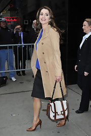 "It's always a good day when the queen of Jordan comes to visit you on the ""Good Morning America"" show. She looked chic in her khaki trench coat and satchel."