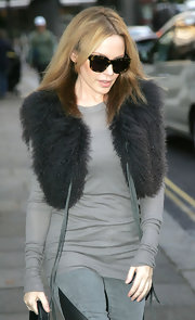 Kylie Minogue looked fantastic in tortoiseshell wayfarers. The shades looked perfectly glam on the Aussie songstress.
