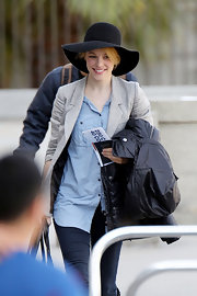 Rachel McAdams opted for this floppy wide-brimmed hat for her travel look while flying to LA.