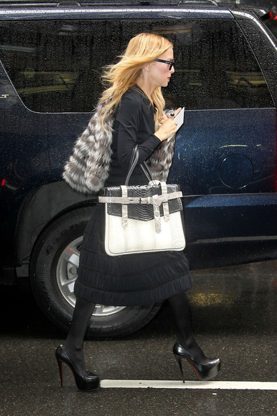 Rachel Zoe added structure to her style with a two-tone Boxer bag.