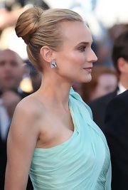 Diane Kruger was all elegance at the Cannes Film Festival opening ceremony, wearing her hair in a sleek sophisticated bun.