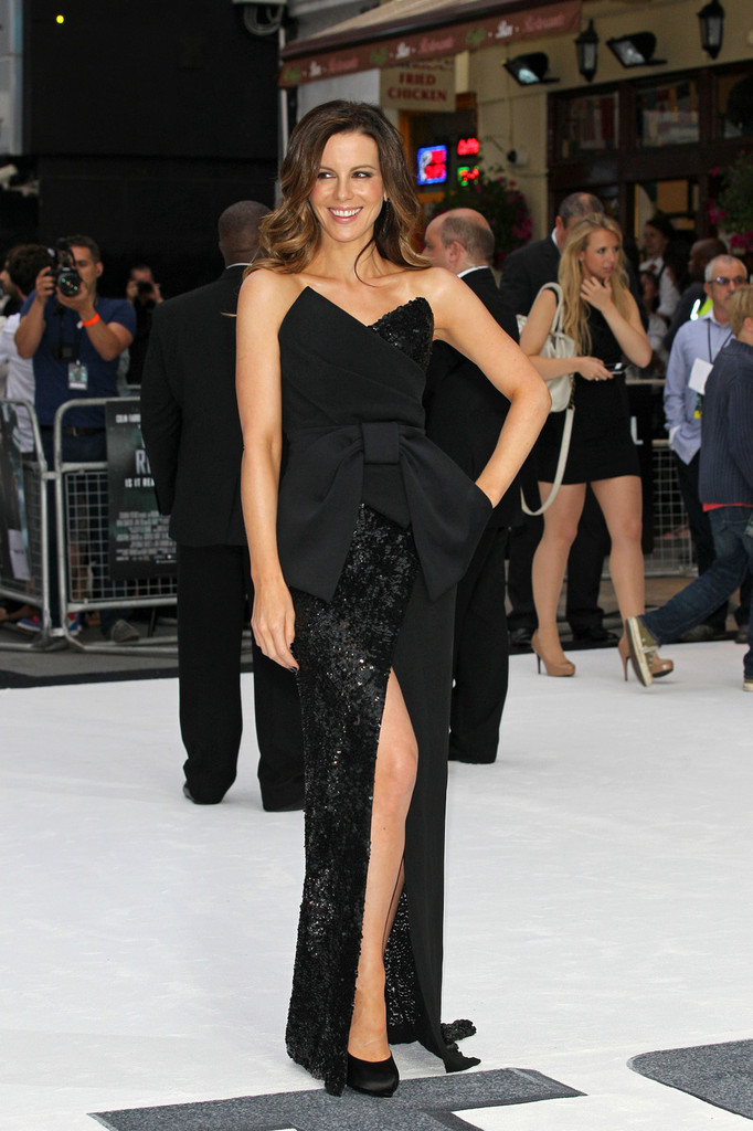 "Kate Beckinsale looks elegant in black she attends the UK premiere of ""Total Recall"" at Leicester Square, London."