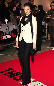 Bridget Moynahan wore a black scarf to top off her sophisticated look at the UK premiere of 'This Means War.'