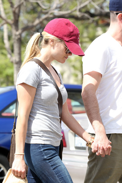More Pics of Reese Witherspoon Leather Messenger Bag (1 of 25) - Leather Messenger Bag Lookbook - StyleBistro