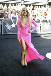 Havana Brown arrived at the ARIA Awards wearing a hot pink dress with a thigh-high slit to show off her sexy legs.