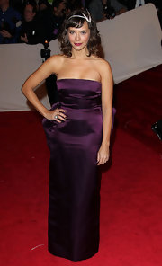 Rashida Jones finished off her purple satin gown with a diamond and gold dome ring.